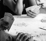 Hände beim Poker spielen