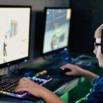 Gamer beim online spielen